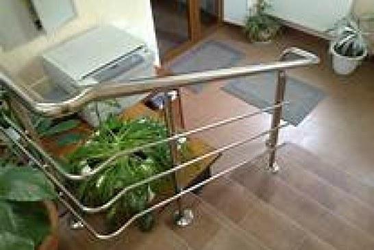 Лестничные перила выполняют важную функцию