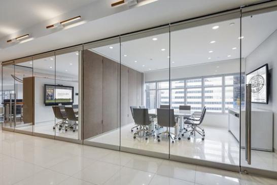 Преимущества использования офисных перегородок